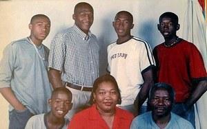 Семья Уилсона Паласиоса (Уилсон вверху слева)