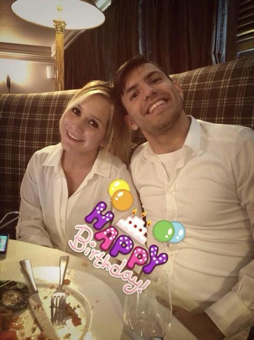 Серхио Агуэро с девушкой