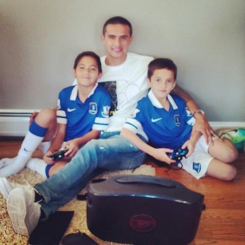 Тим Кэхилл с детьми