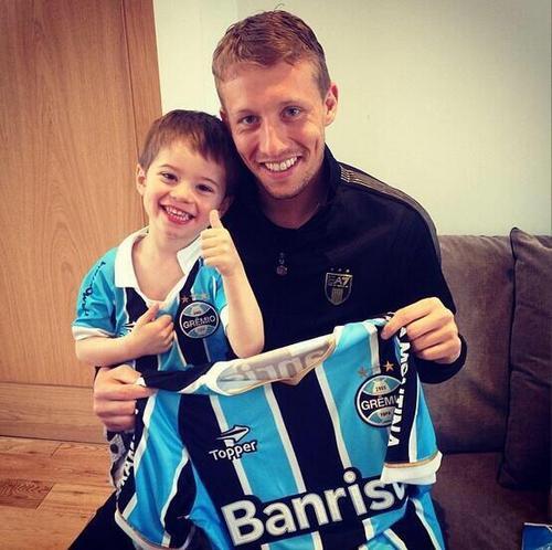 Лукас Лейва с сыном