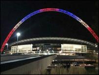 Уэмбли в цветах французского флага