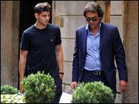 Альваро Мората со своим агентом