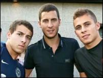Килиан Азар с братьями