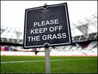 Знак на траве