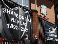 Баннеры фанатов Ливерпуля
