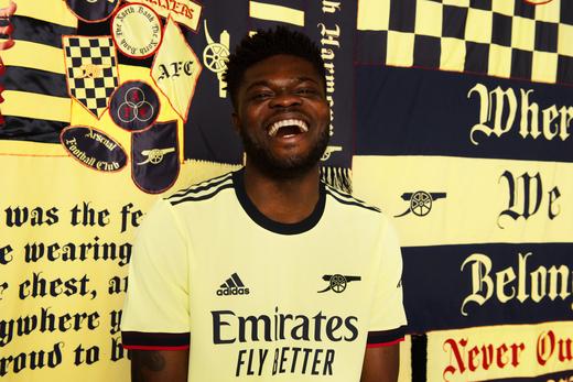 Новая выездная форма Арсенала на сезон 2021/22